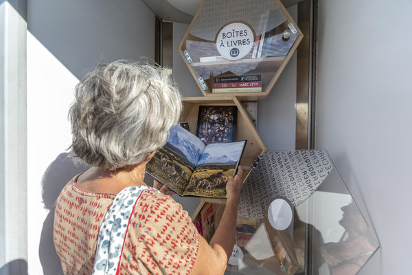 La boite à livres dans une ancienne cabine téléphonique.