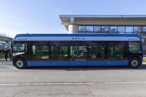 le smtc teste un nouveau bus 100 lectrique. Black Bedroom Furniture Sets. Home Design Ideas